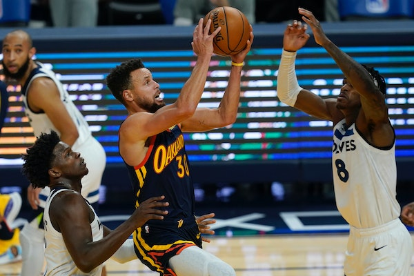 Warriors guard Stephen Curry finished Wednesday's game with 16 points against the Wolves — 12 in the decisive third quarter.