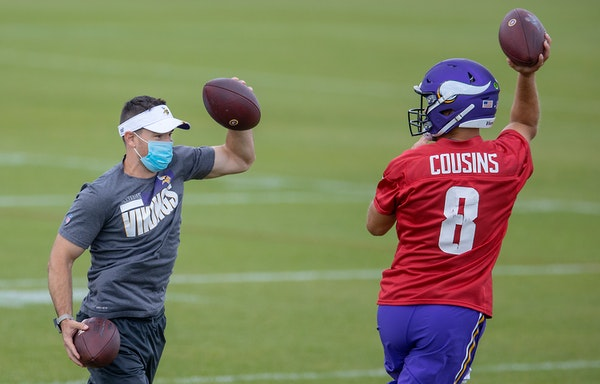 Klint Kubiak, left, with Kirk Cousins at practice in September.