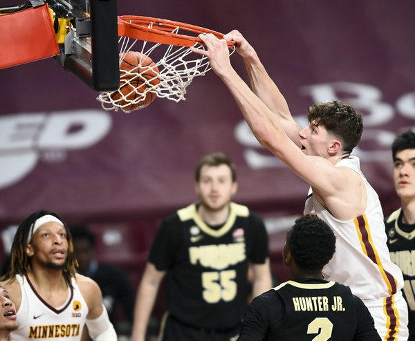 Gophers center Liam Robbins dunked against Purdue on Feb. 11.