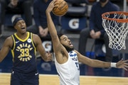 Minnesota Timberwolves Karl-Anthony Towns (32) dunked the ball in the first quarter.