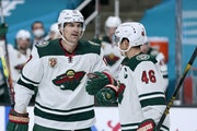 Wild forward Marcus Foligno (17) is congratulated by teammate Jared Spurgeon after scoring his second-period goal at San Jose on Monday night.