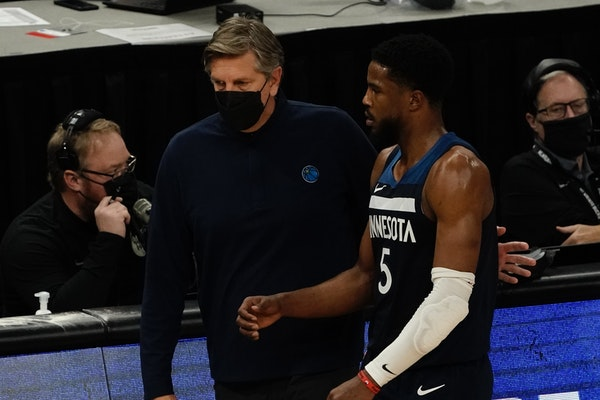 Timberwolves head coach Chris Finch talks to Malik Beasley during the first half of Milwaukee's win over the Wolves on Tuesday. (AP Photo/Morry Gash