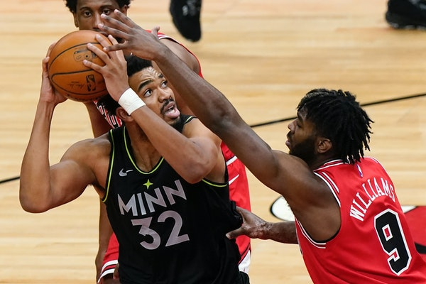Timberwolves center Karl-Anthony Towns looks to the basket against Bulls forward Patrick Williams during the second half Wednesday.