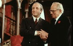 """Peter Sellers and Melvyn Douglas in """"Being There."""""""
