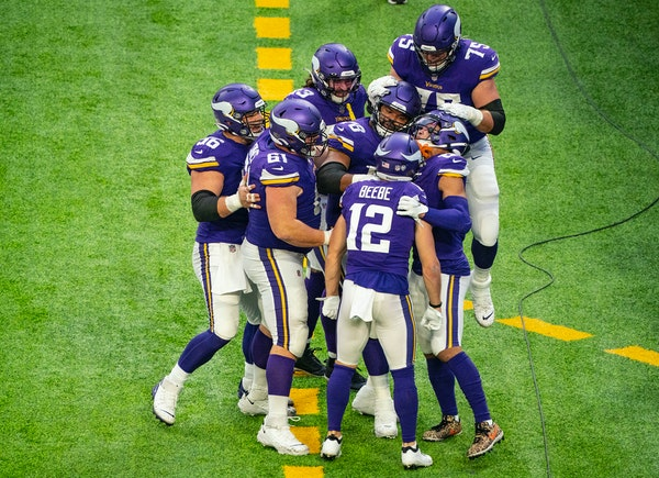 Vikings receiver Chad Beebe returning on one-year deal