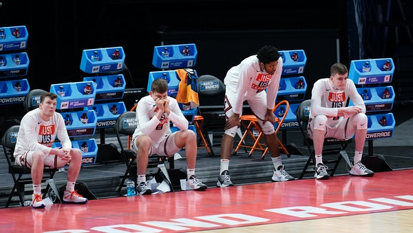 Illinois players watch from the bench in the final moments during the second half of a men's college basketball game against the Loyola Chicago in t