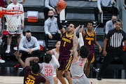 Minnesota guard Tre' Williams shoots over Ohio State guard Duane Washington Jr. in the first half March 11, 2021.