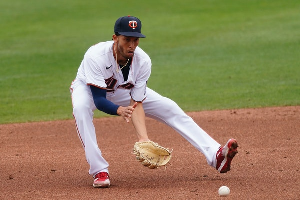 Twins shortstop Andrelton Simmons, a four-time Gold Glove winner, can dazzle with his defense, but he's also fond of the subtleties of the game.