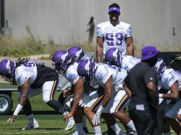 Zimmer isn't concerned about Hunter's injury or contract
