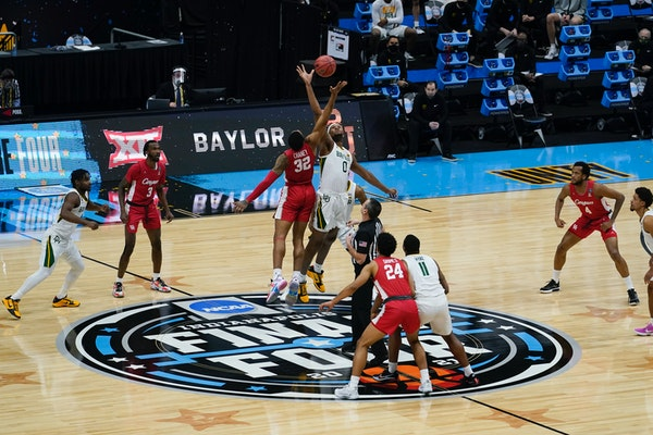 Houston forward Reggie Chaney (32) fights for the opening tipoff with Baylor forward Flo Thamba (0) Saturday