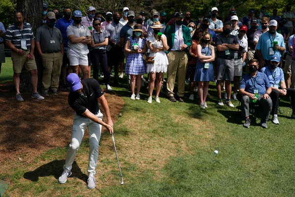 Souhan: So-called favorites stray early at Masters, may not survive cut