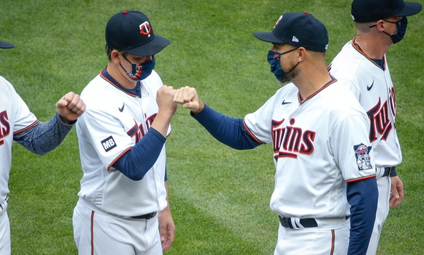Kenta Maeda greets manager Rocco Baldelli during introductions during the home opener.