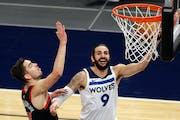 Wolves guard Ricky Rubio shot as Bulls guard Tomas Satoransky defended Sunday night.