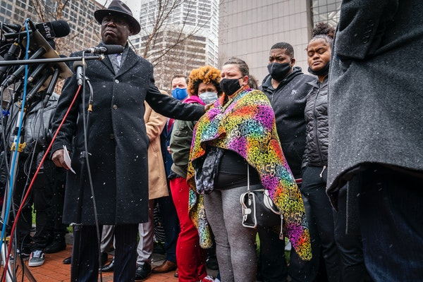 Floyd and Wright families speak out in Minneapolis