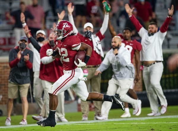 Alabama running back Najee Harris on his way to a touchdown against Auburn in November.