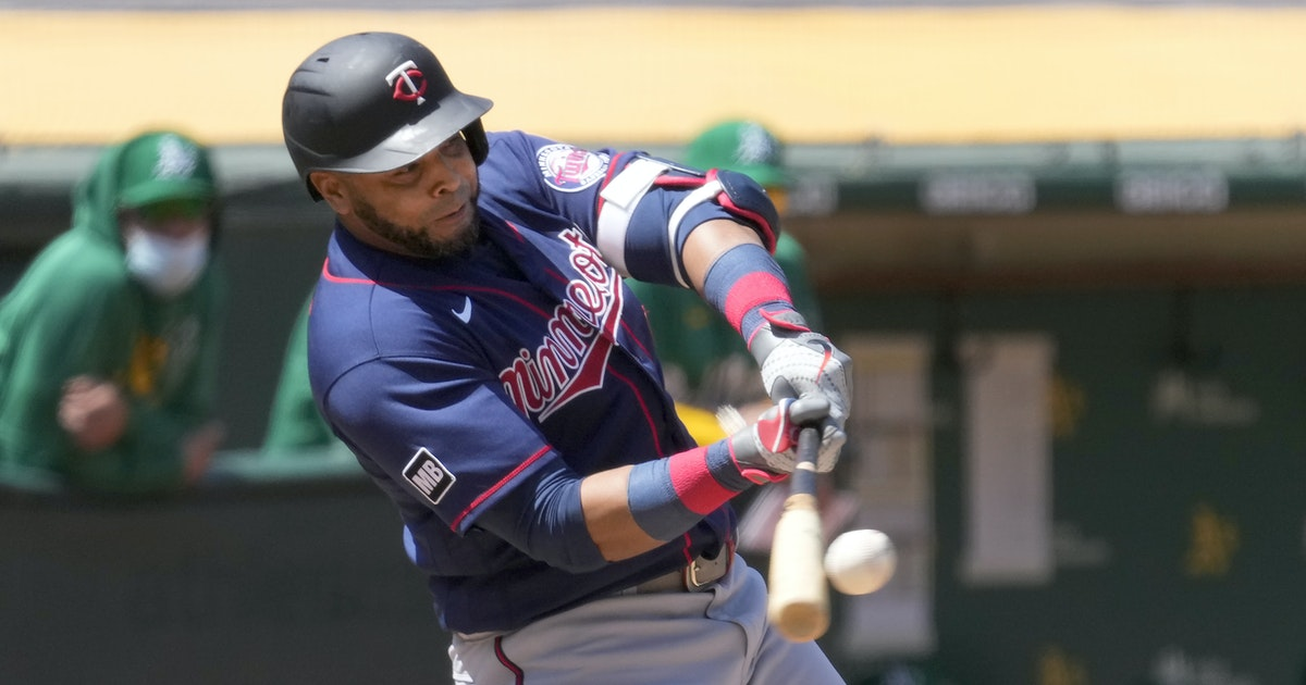 Hobbling Nelson Cruz still manages to hit two home runs for the Twins