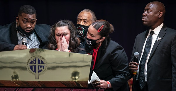 Aubrey Wright, left, and his wife, Katie Wright, spoke about their son Daunte during his funeral at Shiloh Temple International Ministries on Thursday
