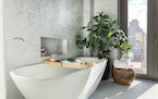 Greenery adds a sense of calm to this master bathroom. (Handout/TNS) ORG XMIT: 12319543W