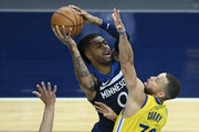 D'Angelo Russell attempted a shot as he was defended by Golden State Warriors guard Stephen Curry.