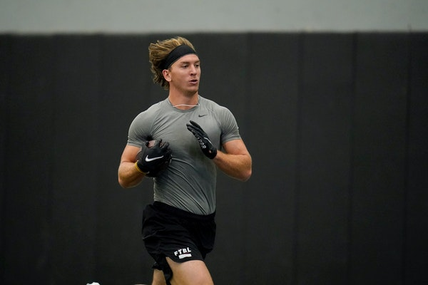 Central Missouri's Zach Davidson showed scouts his tight-end skills at the Division II school's pro day in March. It doesn't mean his All-Americ