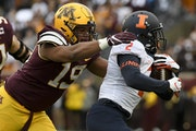 Gophers defensive tackle Keonte Schad tackled Illinois running back Reggie Corbin in 2019.