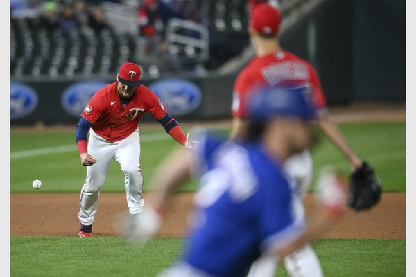 A Josh Donaldson error in the ninth inning contributed to the Twins' latest gut-punch loss.