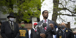 St. Paul Mayor Melvin Carter, with community leaders and Police Chief Todd Axtell, right, behind him, talked about the violence the previous night in