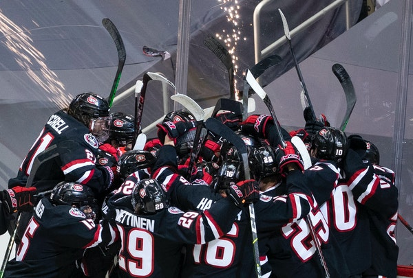 St. Cloud State players celebrated their national semifinal victory over Minnesota State Mankato.
