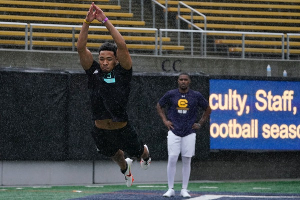California's Camryn Bynum, left, jumps in front of Jordan Duncan as they participate in the school's pro day football workout for NFL scouts in Be