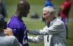 Former Vikings head coach Jerry Burns greets Adrian Peterson after a practice in 2015.