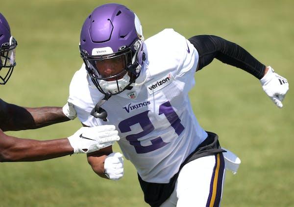 Vikings trade former first-round cornerback Hughes to Kansas City