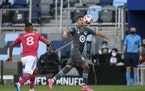 Minnesota United midfielder Emanuel Reynoso controlled the ball during the second half as FC Dallas midfielder Bryan Acosta approached Saturday night.