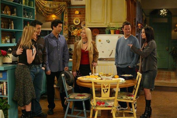 """Jennifer Aniston, Matt Le Blanc, David Schwimmer, Lisa Kudrow, Matthew Perry and Courteney Cox in """"Friends."""" Warner Bros."""