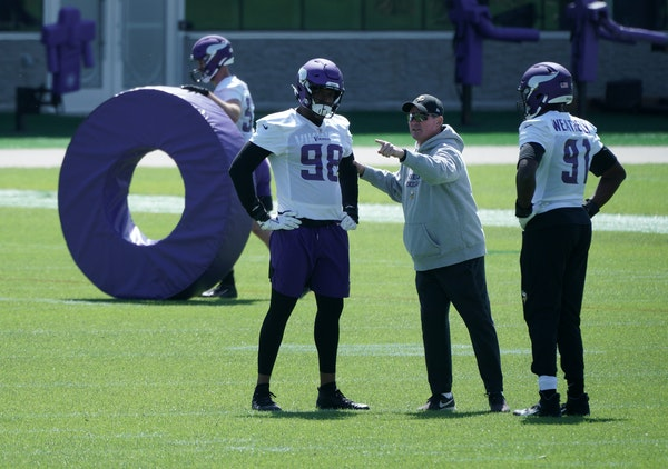 Vikings coach Mike Zimmer chats with defensive ends D.J. Wonnum and Stephan Weatherly during Wednesday's OTAs in Eagan.