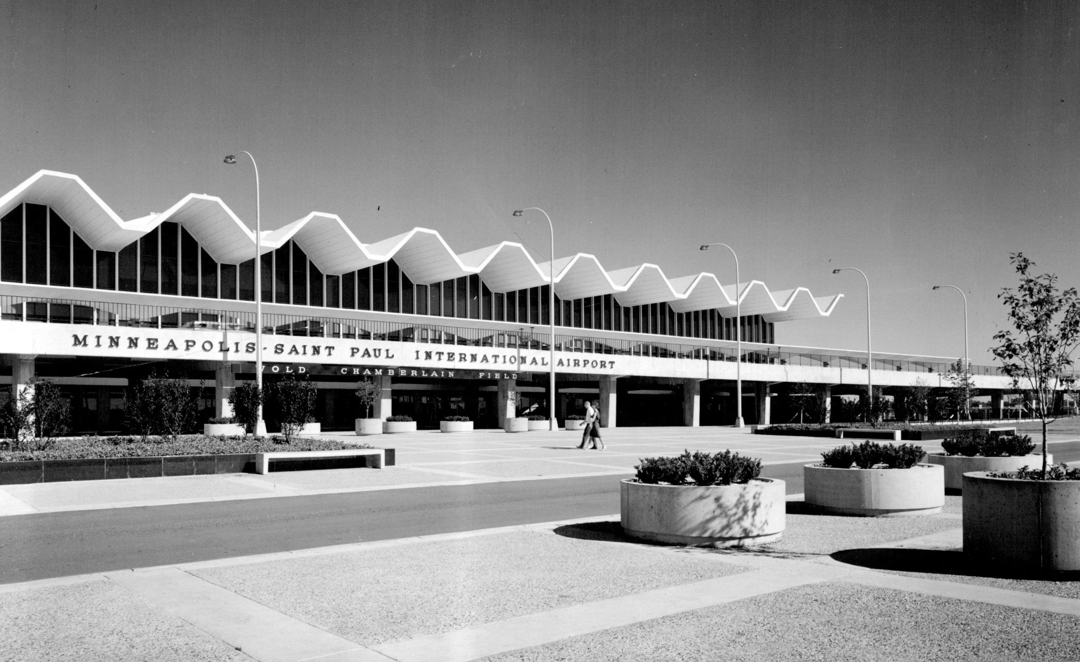 The distinctive roof of the newly constructed Terminal 1 in 1964.