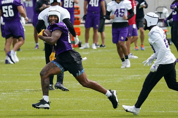 Smith practices for expanded role as Vikings tight end