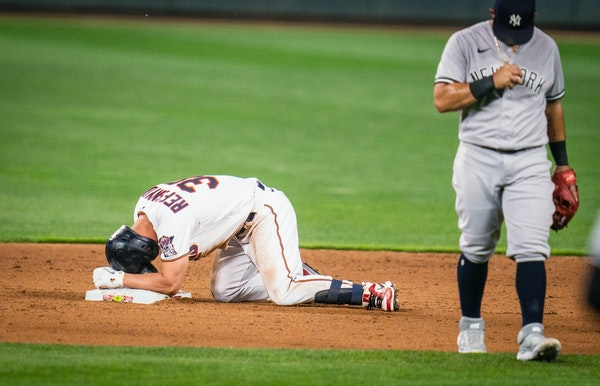 Back from 'embarrassing play,' Refsnyder immediately injured again