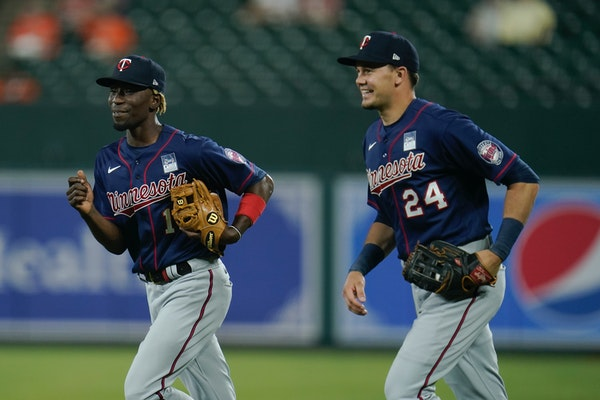 Another outfield injury for Twins forces Gordon back out to center