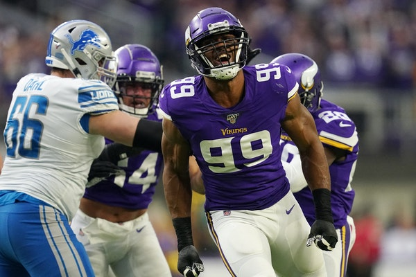 Hunter reports to Vikings minicamp after agreeing to new contract