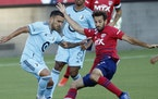 FC Dallas midfielder Fecund Quignon, right, challenged Minnesota United forward Franco Fragapane on Saturday night in Frisco, Texas.