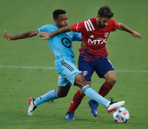 FC Dallas midfielder Facundo Quignon, right, tried to maintain control of the ball as Minnesota United midfielder Jacon Hayes defended on Saturday nig