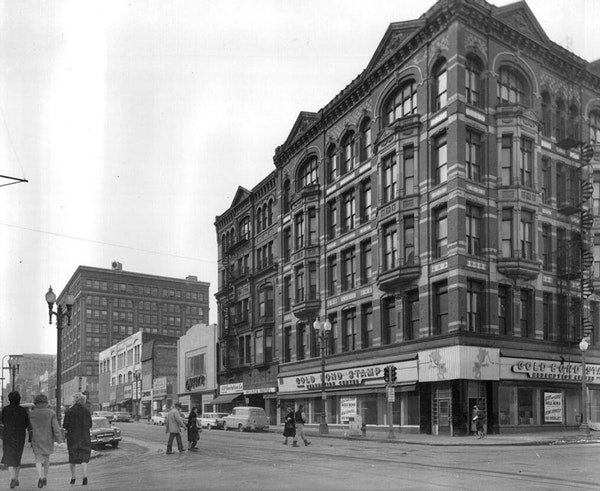 Nicollet Avenue and 4th Street 1960: Milner Hotel. Originally called the Mackey Legg Block, the building opened in 1885 and was demolished in 1960.