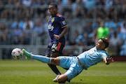 Minnesota United midfielder Hassani Dotson (31)