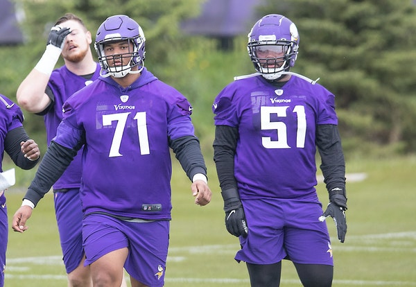 Vikings rookie offensive linemen Christian Darrisaw (71) and Wyatt Davis.