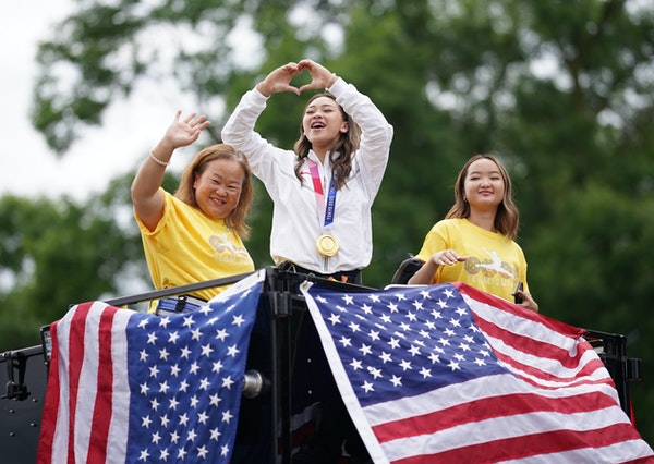 Suni Lee gets hero's welcome in St. Paul parade