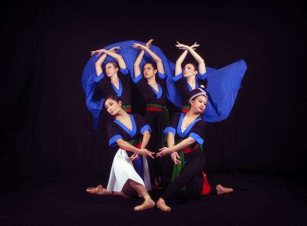 "Bethany Kellner, Sarah Roberts, Tara Youngman, Sarah Antal, Fernanda Yamaguchi perform ""Diaspora: A Mother's Elegy."" Photo by Susie Lee"