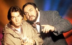 """Jerry O'Connell and John Rhys-Davies in """"Sliders."""""""