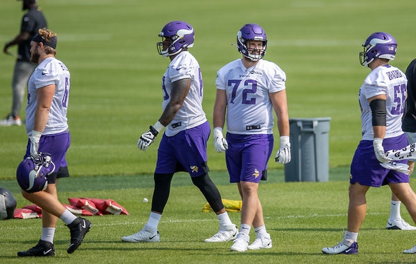 Vikings offensive guard Ezra Cleveland (72) at practice last month.