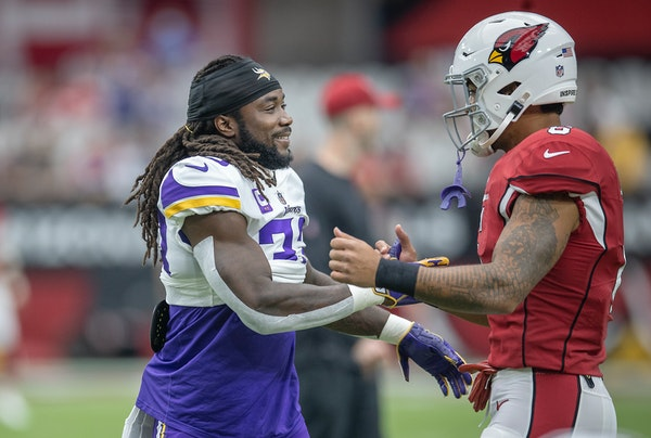 Vikings running back Dalvin Cook was greeted by Cardinals running back James Conner pregame on Sunday.