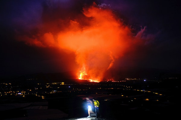 Emergency team monitors La Palma lava destruction